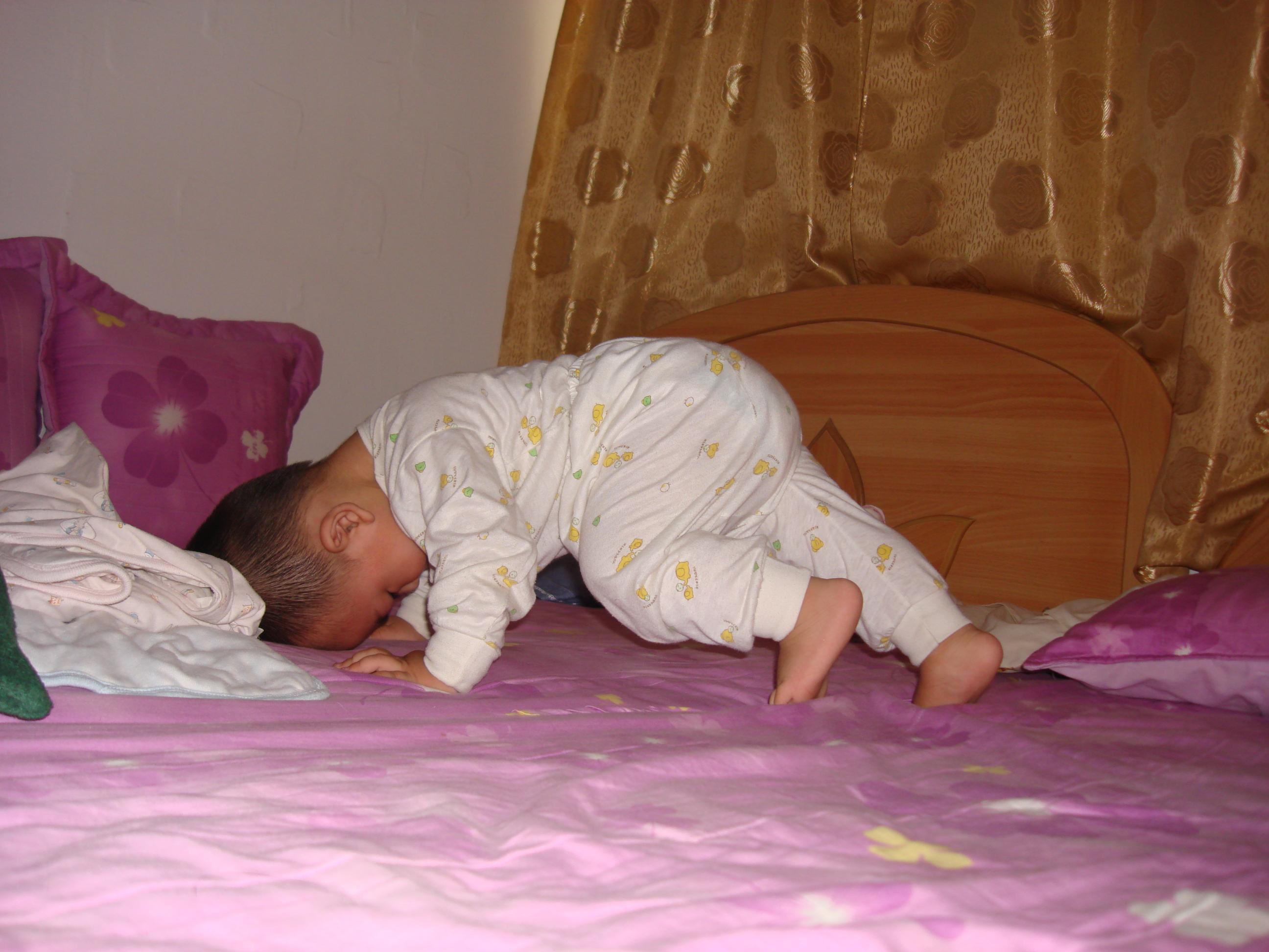 简笔画小孩起床