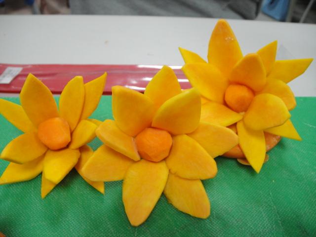 还是用纸折的那种莲花=