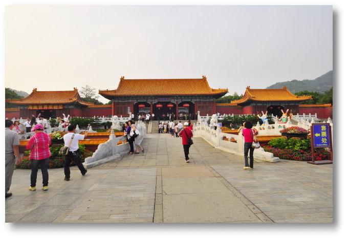 晚餐后在 圆明新园内 欣赏大型舞台剧 清朝年代歌舞剧